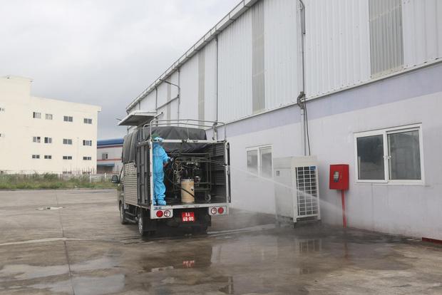 Hình ảnh quân đội khử khuẩn ổ dịch trong khu công nghiệp ở Bắc Giang - Ảnh 5.
