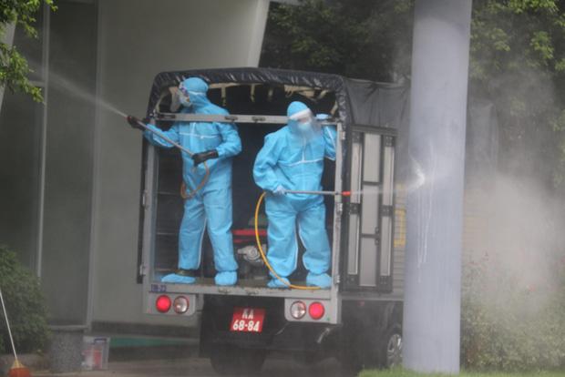 Hình ảnh quân đội khử khuẩn ổ dịch trong khu công nghiệp ở Bắc Giang - Ảnh 6.