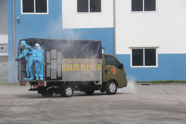 Hình ảnh quân đội khử khuẩn ổ dịch trong khu công nghiệp ở Bắc Giang - Ảnh 7.