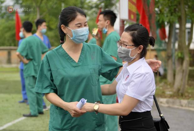 200 bác sĩ Quảng Ninh tình nguyện lên đường chi viện tâm dịch tại Bắc Giang - Ảnh 9.