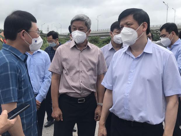 Bộ trưởng Bộ Y tế kiểm tra điểm nóng COVID-19 tại khu công nghiệp Quang Châu - Bắc Giang - Ảnh 1.