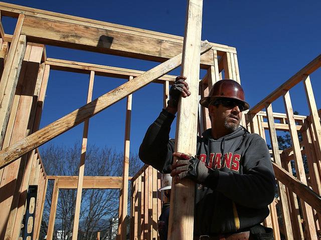 Giá gỗ tăng 280% trong 12 tháng và cơn khủng hoảng chưa có hồi kết của thị trường nhà ở  - Ảnh 2.