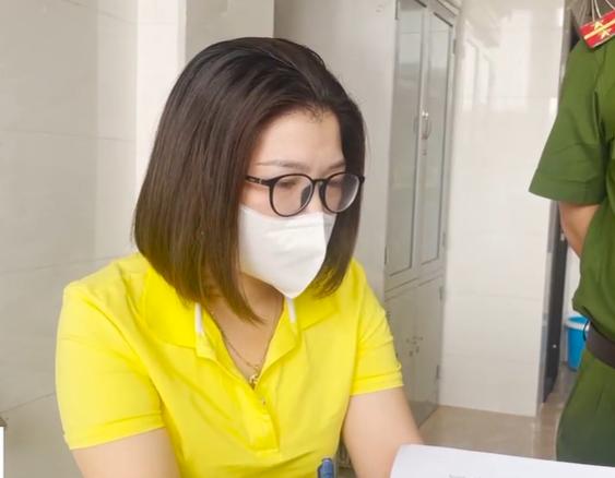 Cơ sở tẩy trắng mực bằng hóa chất: Giám đốc khai nhân viên tự xin oxy già để tẩy - Ảnh 1.