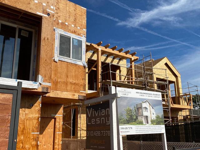 Giá gỗ tăng 280% trong 12 tháng và cơn khủng hoảng chưa có hồi kết của thị trường nhà ở  - Ảnh 3.