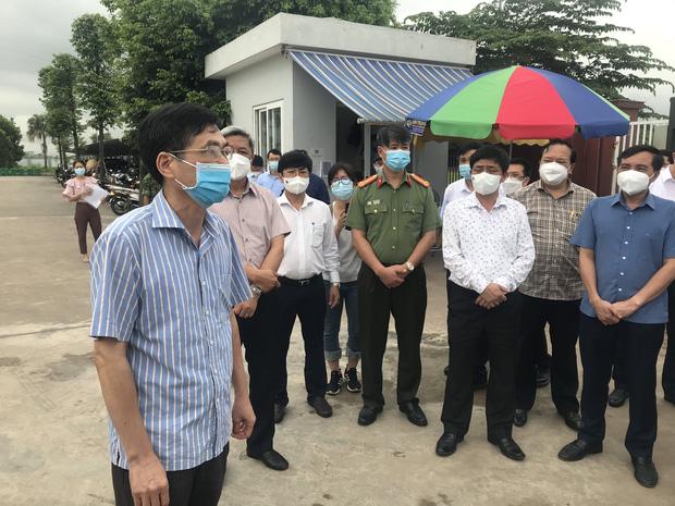 Bộ trưởng Bộ Y tế kiểm tra điểm nóng COVID-19 tại khu công nghiệp Quang Châu - Bắc Giang - Ảnh 4.