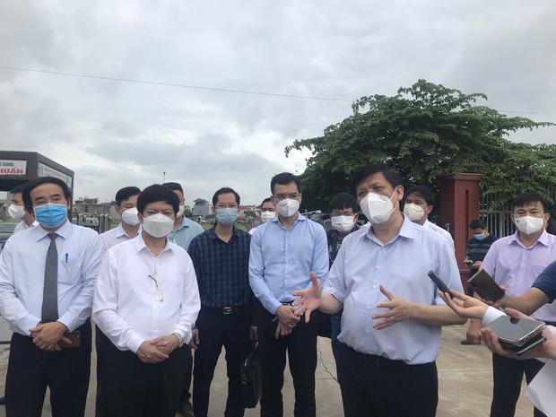 Bộ trưởng Bộ Y tế kiểm tra điểm nóng COVID-19 tại khu công nghiệp Quang Châu - Bắc Giang - Ảnh 5.