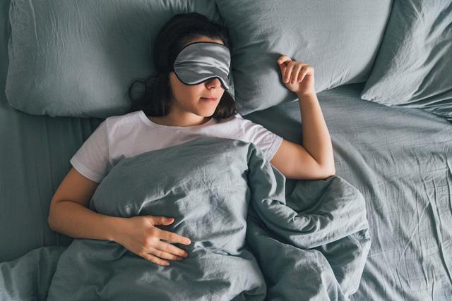 """Ngủ trưa quá lâu tăng nguy cơ tử vong tới 30%: Các chuyên gia chỉ ra khoảng thời gian thích hợp nhất để """"thư giãn giữa ngày""""  - Ảnh 1."""
