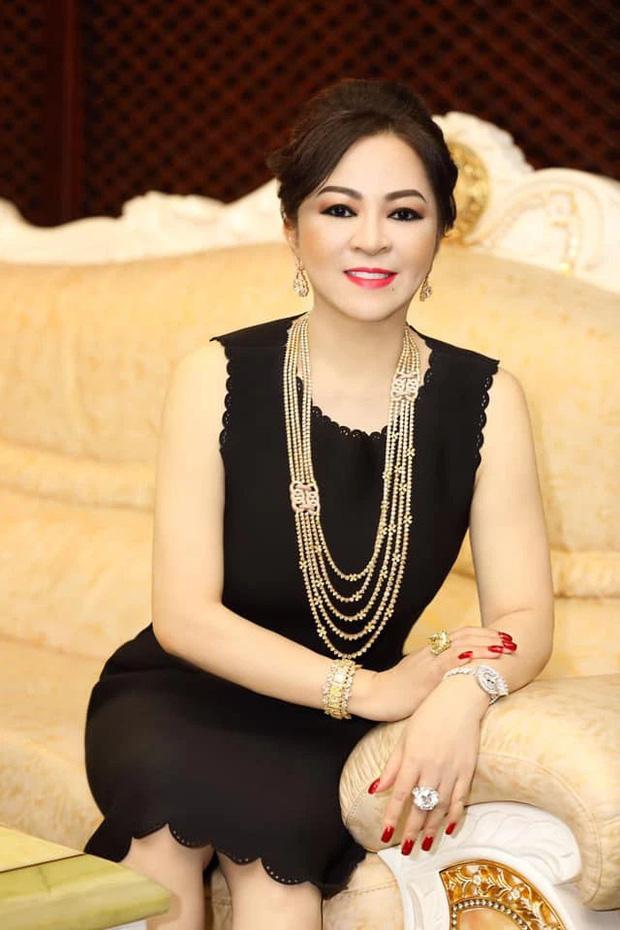 Toàn cảnh drama bà Phương Hằng và dàn sao Vbiz: Mỗi ngày đều réo tên NS Hoài Linh, đòi kiện Hồng Vân, khiến cả showbiz dậy sóng - Ảnh 1.