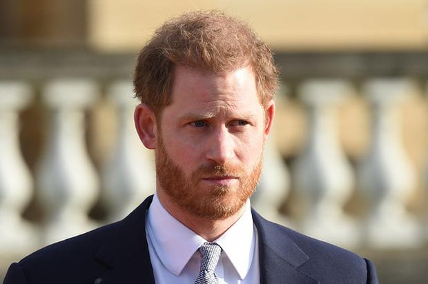 Harry chỉ trích cha khiến anh đau khổ, buộc tìm đến chất kích thích để quên nỗi đau mất mẹ và loạt tiết lộ gây sốc khác trong phim tài liệu mới - Ảnh 2.