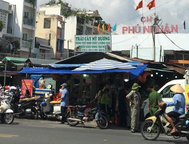 TP.HCM ra công văn KHẨN: Tổ chức giãn cách tại các chợ TTTM, siêu thị, chợ truyền thống, chợ đêm, chợ đầu mối - Ảnh 2.