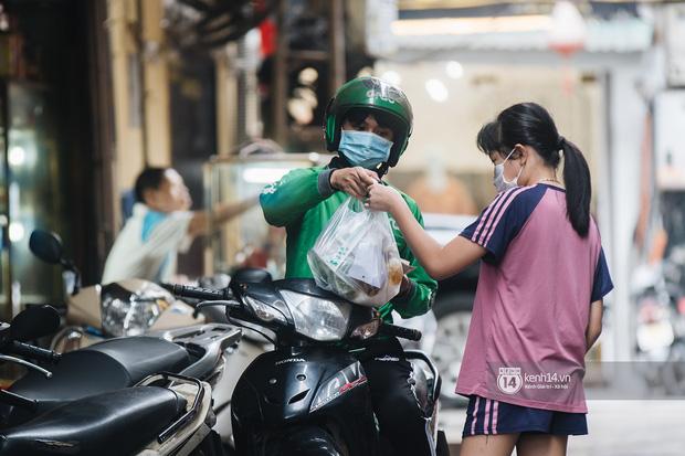 Quán xá Hà Nội thay đổi 180 độ sau công điện hoả tốc: Hàng loạt nơi rục rịch đóng cửa tạm thời, treo biển chỉ bán mang về - Ảnh 12.