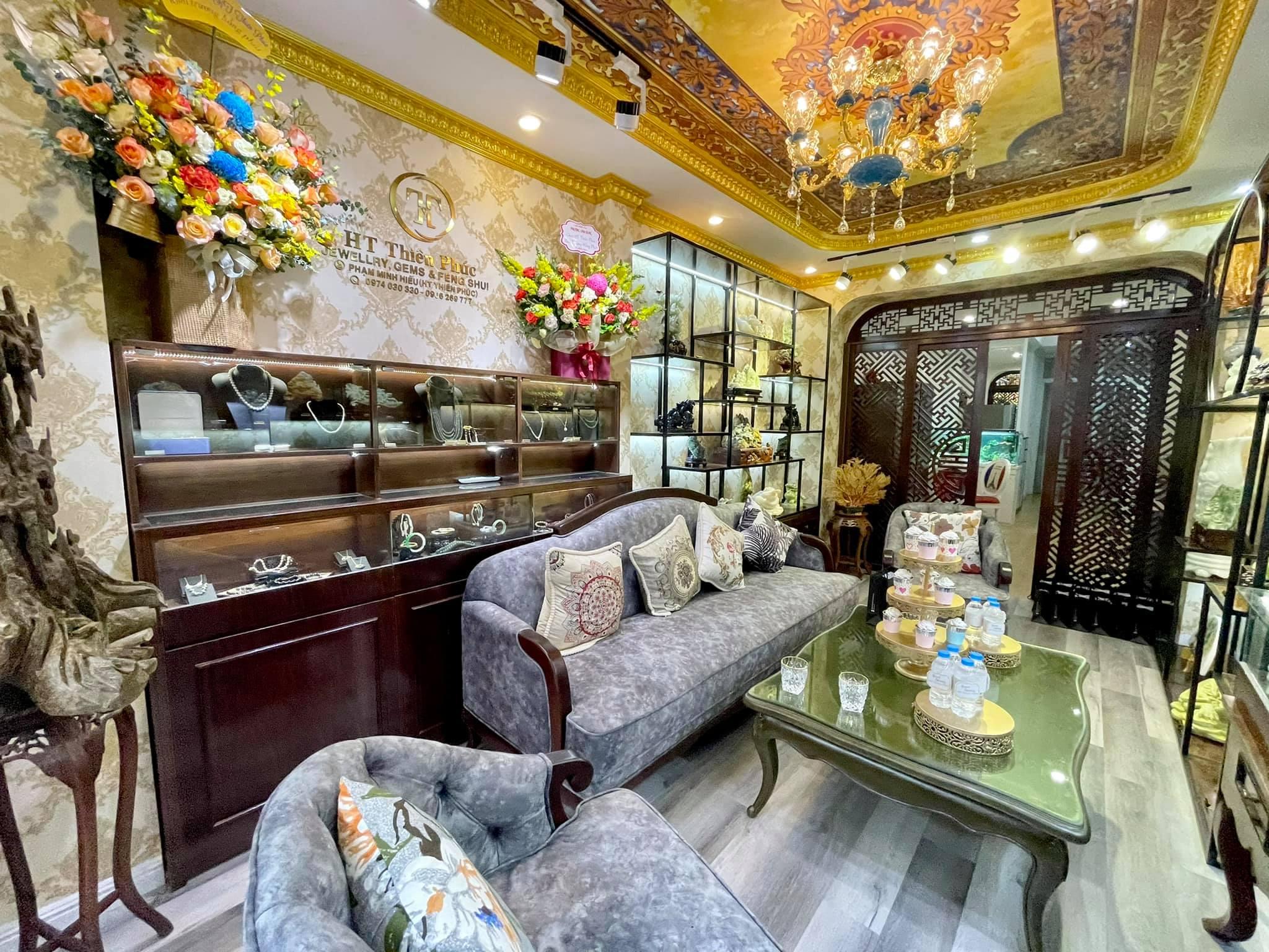 Ngôi nhà kết hợp style Á Âu của cặp vợ chồng trẻ: Phòng khách kê toàn tủ đá quý chắn lối đi, phòng ngủ sơn xanh lam khó-rời-mắt - Ảnh 3.