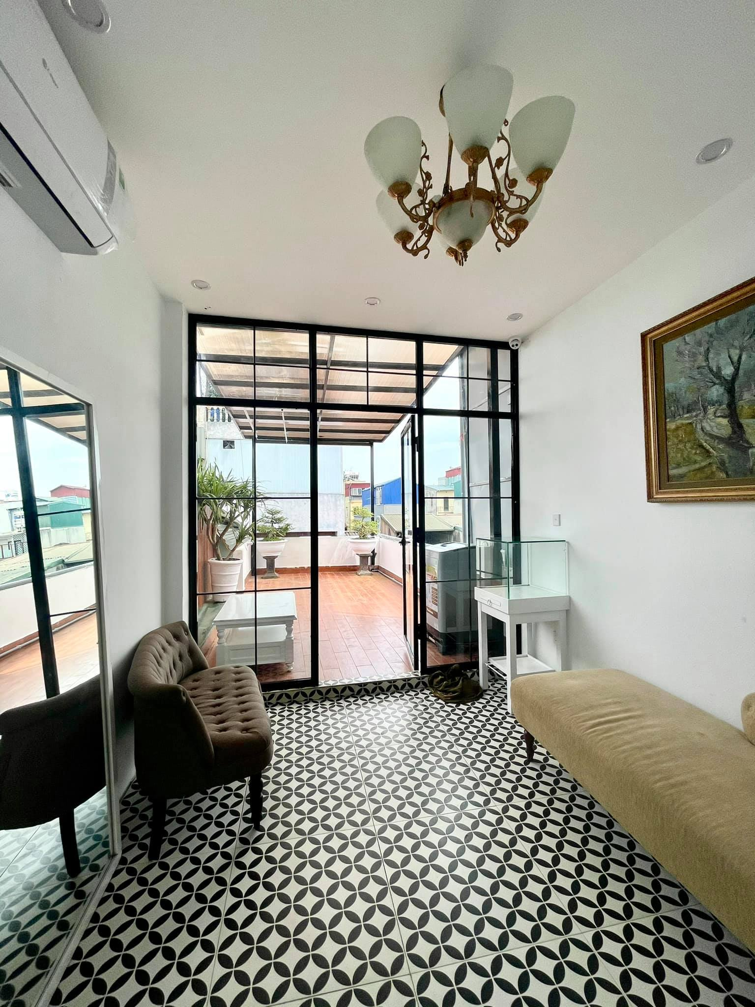 Ngôi nhà kết hợp style Á Âu của cặp vợ chồng trẻ: Phòng khách kê toàn tủ đá quý chắn lối đi, phòng ngủ sơn xanh lam khó-rời-mắt - Ảnh 12.