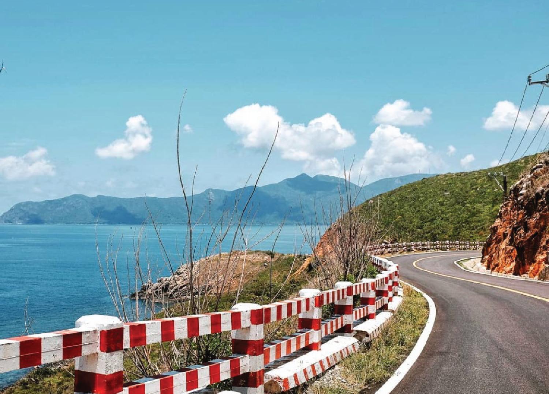 7 cung đường bộ đẹp nhất Việt Nam xuất hiện trên Tạp chí du lịch danh tiếng thế giới: Ngắm cảnh còn ngỡ lạc vào động tiên - Ảnh 7.