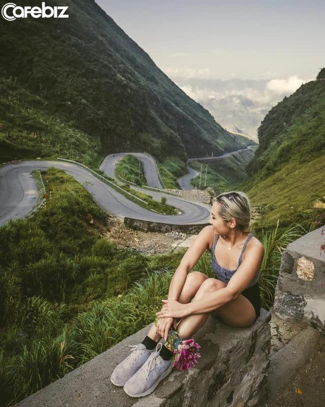 7 cung đường bộ đẹp nhất Việt Nam xuất hiện trên Tạp chí du lịch danh tiếng thế giới: Ngắm cảnh còn ngỡ lạc vào động tiên - Ảnh 2.