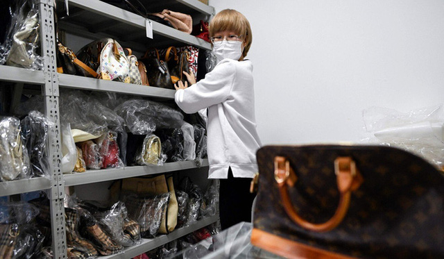 Giới nhà giàu Trung Quốc chi 55 triệu tham gia khóa học phân biệt hàng hiệu xịn và fake - Ảnh 2.