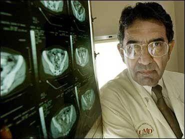 Đã tiêm 2 liều vắc xin, giáo sư về bệnh truyền nhiễm của Mỹ tử vong ở Ấn Độ do mắc Covid-19 - Ảnh 3.