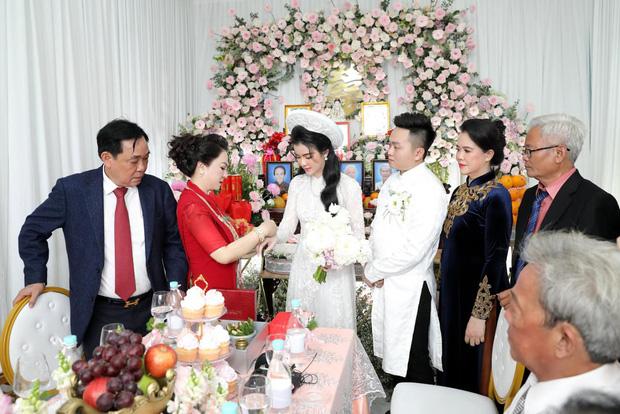 Con dâu sinh năm 96 của nữ đại gia Phương Hằng được mẹ chồng nhận xét thế nào về nhan sắc? - Ảnh 2.