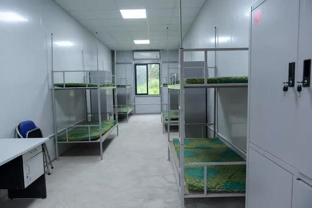 CLIP: Cận cảnh bên trong Bệnh viện dã chiến Mê Linh sẵn sàng tiếp nhận 300 F1 - Ảnh 8.