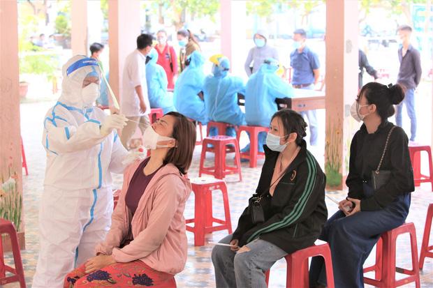 Cô gái dương tính SARS-CoV-2 ở Đà Nẵng từng đến TP.HCM, Quảng Nam, Quảng Ngãi, họp tổng công ty và ghé rất nhiều hàng quán - Ảnh 1.