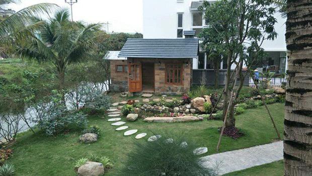 """Biệt phủ rộng thênh thang, kết cấu như resort của Xuân Bắc: Được xây bằng gỗ tự nhiên, nhìn toàn cảnh sân vườn thôi mà """"choáng"""" - Ảnh 5."""