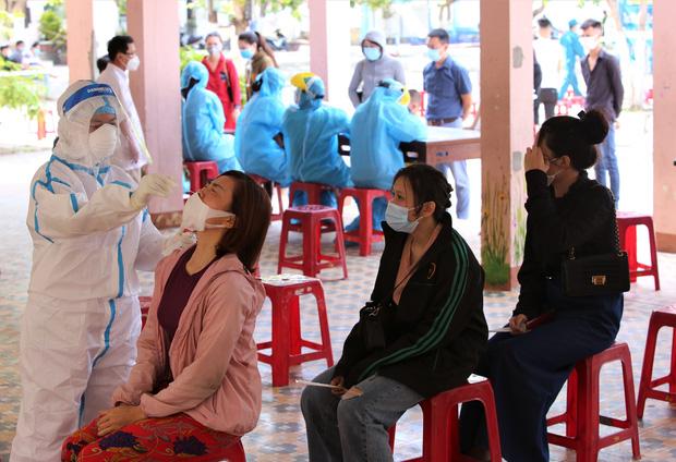 Đà Nẵng phát hiện thêm 6 ca dương tính SARS-CoV-2, có 4 nhân viên thẩm mỹ viện Amida - Ảnh 2.