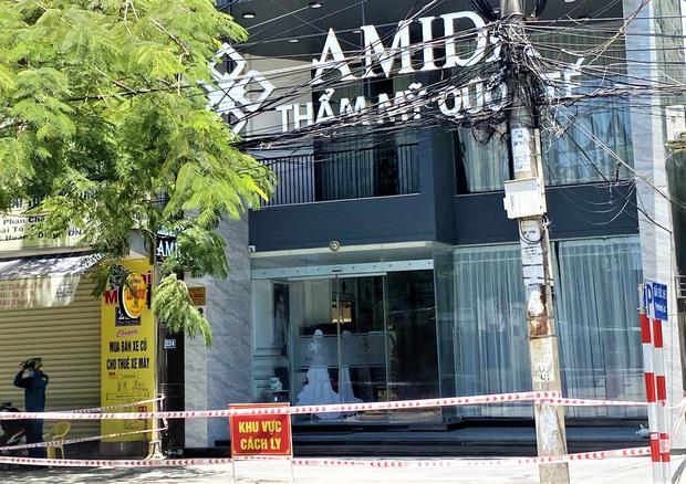 Lịch trình chóng mặt của bảo vệ thẩm mỹ viện ở Đà Nẵng: Đi đám cưới tại Quảng Ngãi, du lịch Quy Nhơn dịp lễ 30/4 và ăn uống tại nhiều nơi đông người - Ảnh 1.