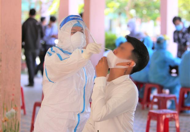 Lịch trình chóng mặt của bảo vệ thẩm mỹ viện ở Đà Nẵng: Đi đám cưới tại Quảng Ngãi, du lịch Quy Nhơn dịp lễ 30/4 và ăn uống tại nhiều nơi đông người - Ảnh 3.
