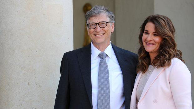 Có 1 vị chủ tịch đế chế giải trí quyền lực nhất xứ Hàn cũng rửa bát phụ vợ như Bill Gates, nhưng sau 11 năm cái kết khác hẳn - Ảnh 1.