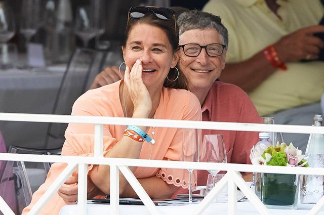 """Mạng xã hội """"rung chấn"""" sau cuộc chia tay của vợ chồng tỷ phú Bill Gates - Ảnh 1."""