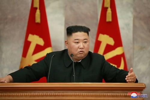 Ông Kim Jong Un đeo đồng hồ giá 12.000 USD - Ảnh 2.