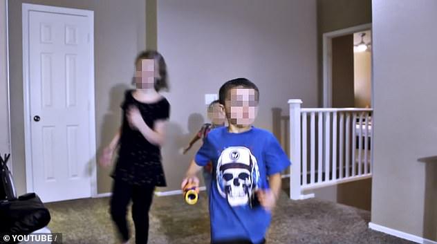 Tội ác khó dung thứ phía sau cái mác ông bố bà mẹ nuôi hiền từ: Nhận nuôi hàng loạt đứa trẻ rồi lợi dụng chúng cho toan tính tàn độc - Ảnh 2.