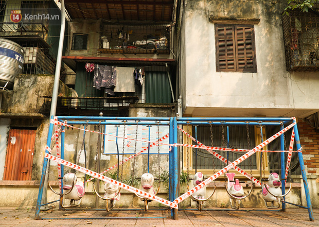 Hà Nội: Phong toả hàng loạt máy tập thể dục ngoài trời, khu vui chơi trẻ em để phòng dịch Covid-19 - Ảnh 3.
