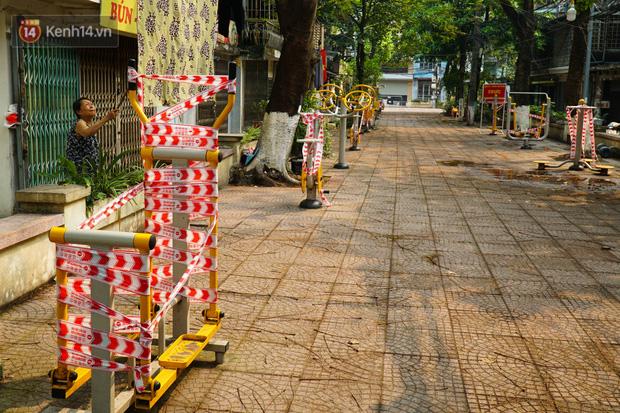 Hà Nội: Phong toả hàng loạt máy tập thể dục ngoài trời, khu vui chơi trẻ em để phòng dịch Covid-19 - Ảnh 7.