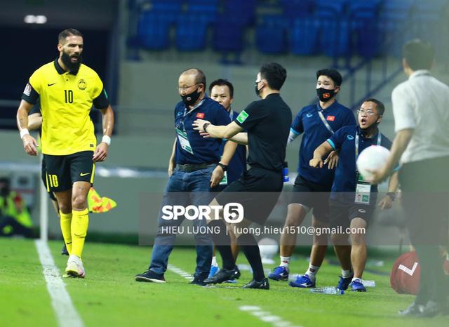 HLV Park Hang-seo bị cấm chỉ đạo trận UAE  - Ảnh 2.