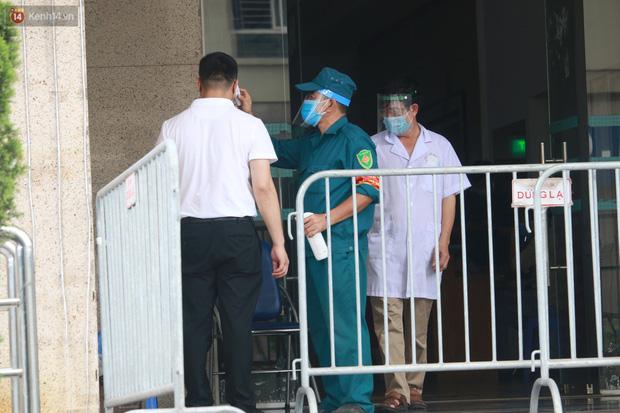 Hà Nội: Phong tỏa 1 tòa chung cư sau khi ghi nhận ca dương tính SARS-CoV-2 - Ảnh 9.