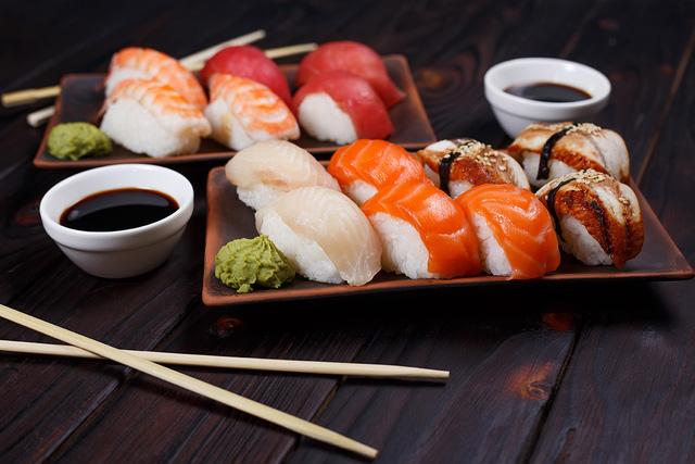 """Cuộc cách mạng mới trong chế độ ăn uống từ """"xứ sở trường thọ"""": Ăn nhiều cá hơn khi còn trẻ và ăn nhiều thịt hơn khi về già!  - Ảnh 1."""