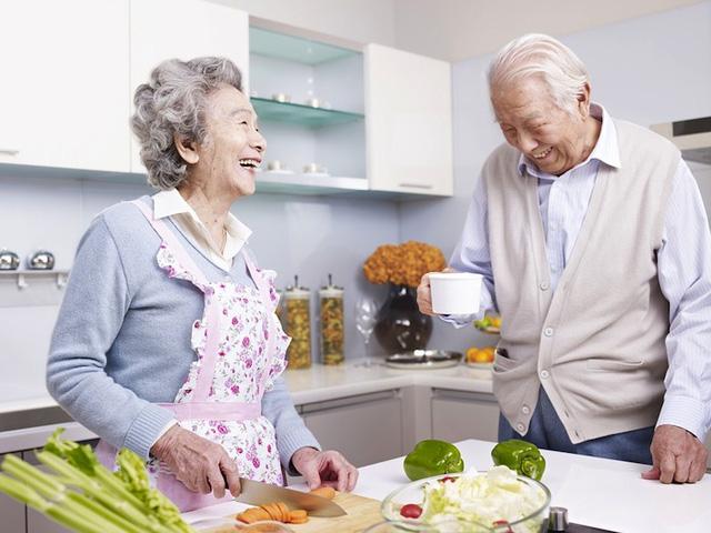 """Cuộc cách mạng mới trong chế độ ăn uống từ """"xứ sở trường thọ"""": Ăn nhiều cá hơn khi còn trẻ và ăn nhiều thịt hơn khi về già!  - Ảnh 2."""