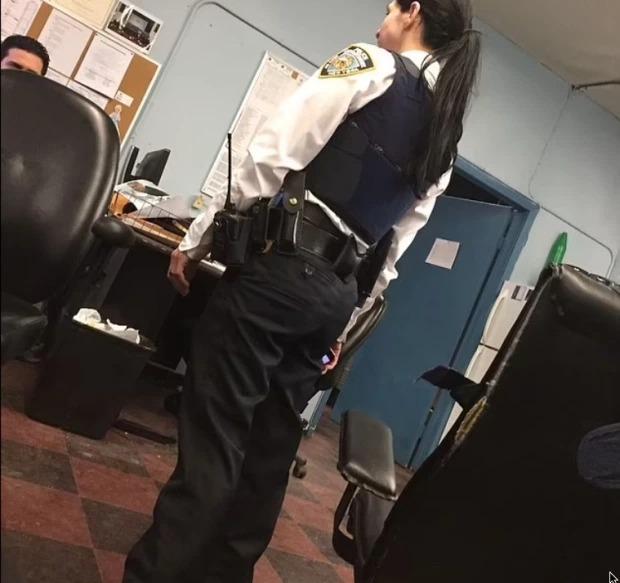 Rúng động: Nữ cảnh sát Mỹ phơi bày tội ác kinh tởm trong 5 năm làm nghề, bị đồng nghiệp cưỡng hiếp tập thể và đày đọa tinh thần, bằng chứng in hằn trên cơ thể  - Ảnh 1.
