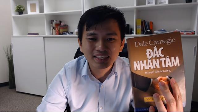 2 cuốn sách gối đầu nằm của triệu phú người Mỹ gốc Việt Vương Phạm - Ảnh 2.