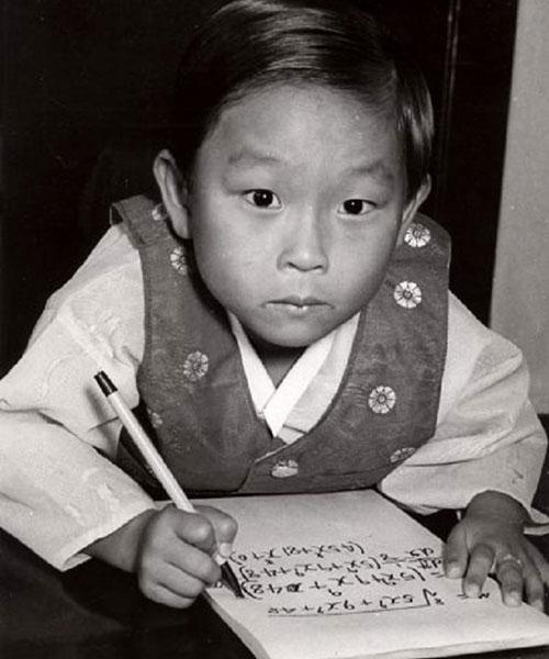 Thiên tài Hàn Quốc có IQ cao nhất thế giới: Làm việc cho NASA năm 8 tuổi nhưng bỏ chốn xa hoa về nước để học lại tiểu học vì một lý do không ai ngờ  - Ảnh 1.