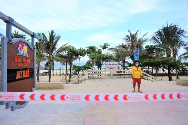 Dịch COVID-19 tái bùng phát, Đà Nẵng dừng tắm biển và ăn uống tại chỗ - Ảnh 1.