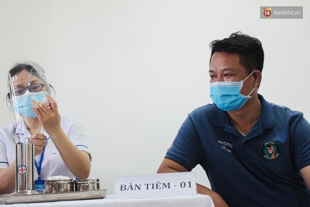 Ảnh: 8.000 người dân quận Bình Thạnh tiêm vaccine Covid-19 trong chiến dịch tiêm chủng lớn nhất lịch sử  - Ảnh 10.
