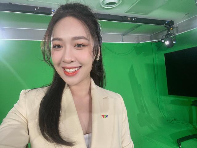 Nàng thơ VTV24 vừa được triệu phú USD Hùng Đinh cầu hôn trên mây là ai? - Ảnh 7.