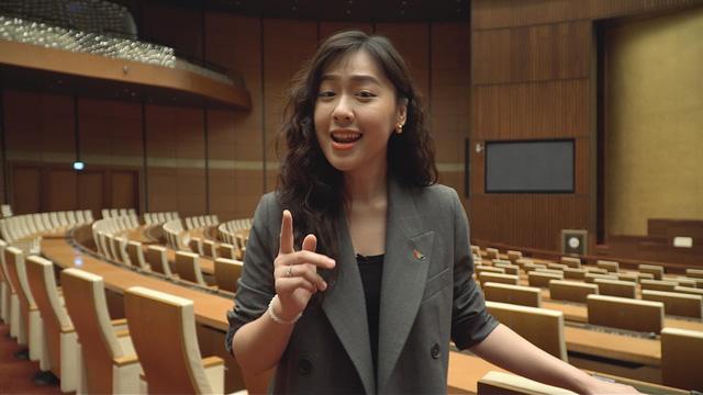 Nàng thơ VTV24 vừa được triệu phú USD Hùng Đinh cầu hôn trên mây là ai? - Ảnh 6.