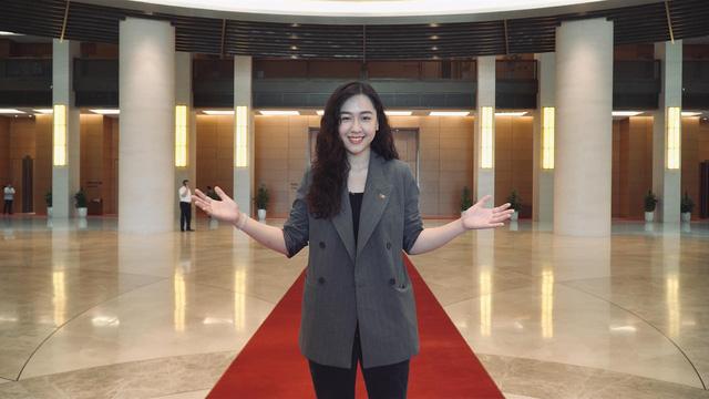Nàng thơ VTV24 vừa được triệu phú USD Hùng Đinh cầu hôn trên mây là ai? - Ảnh 5.