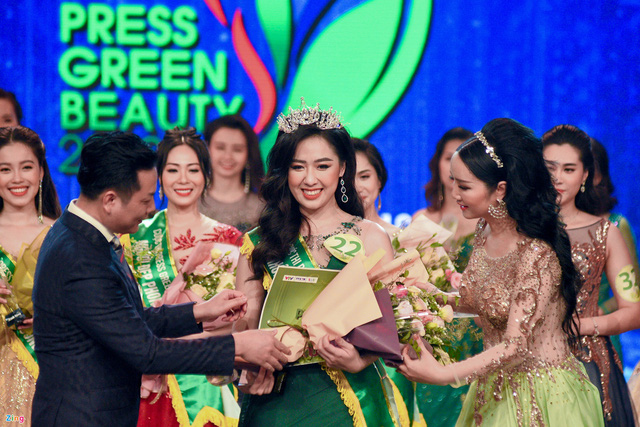 Không cần là Hoa hậu, chỉ cần em ngã vào anh là đủ: Bên cạnh nàng thơ VTV24, còn 2 người đẹp trí thức khác làm xiêu lòng đại gia Việt  - Ảnh 4.