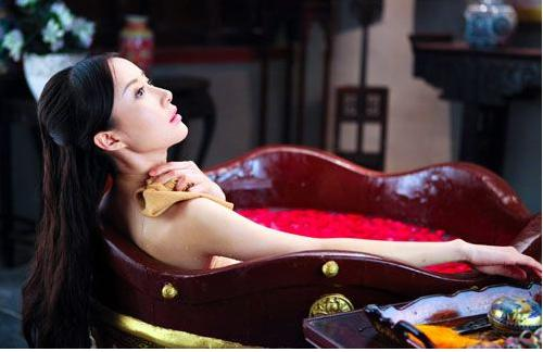 Tư mật chốn thâm cung: Hoàng hậu có sở thích đặc biệt, nam nhân muốn chẳng được, với thái giám lại là cực hình - Ảnh 2.