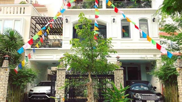Doanh nhân Minh Nhựa khoe một góc biệt thự mới đang xây, tiết lộ mua nhà vì chỗ đậu xe và… một cái cây  - Ảnh 1.