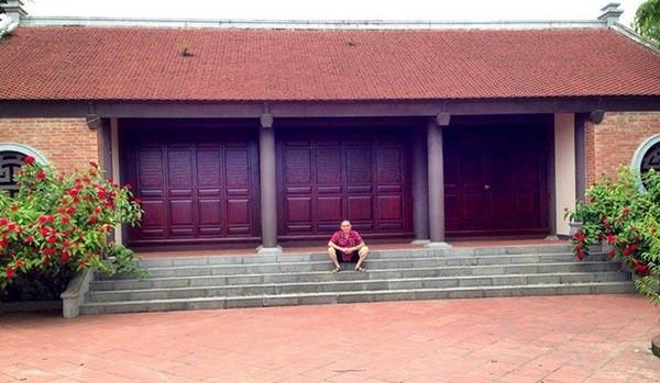 Vua hài đất Bắc Xuân Hinh nghèo khổ trên sân khấu, đại gia thứ thiệt ngoài đời thực: Vừa có nhà chục tỷ ở phố Hàng Bông, vừa có nhà cổ đắt đỏ ở Bắc Ninh  - Ảnh 8.